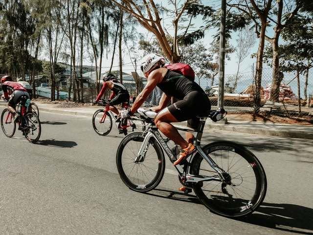 Bidonhouder achter het zadel triathlon